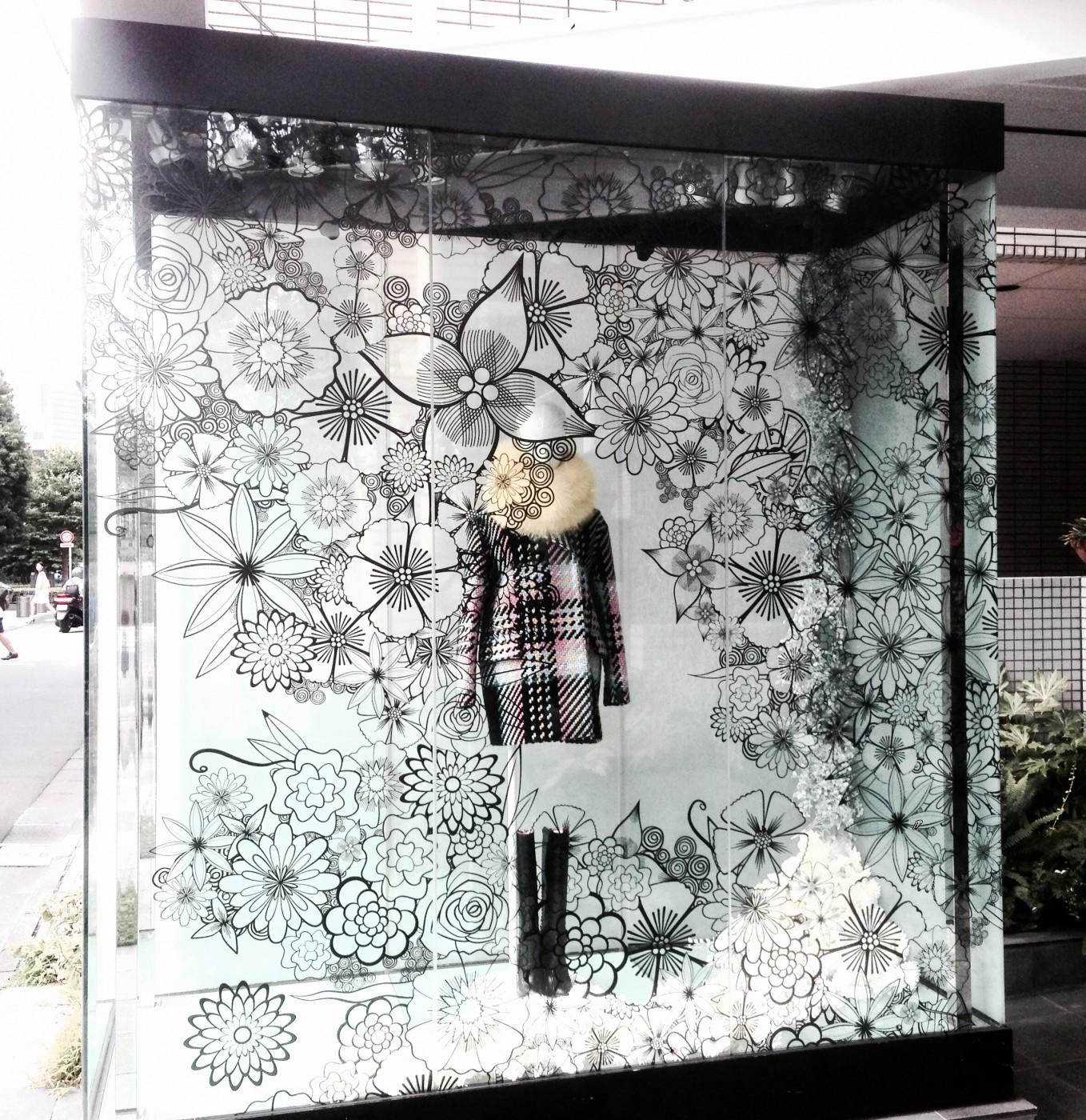 アパレル業界のウィンドウ装飾に新常識⁉︎ゲルポリを使う理由とは?