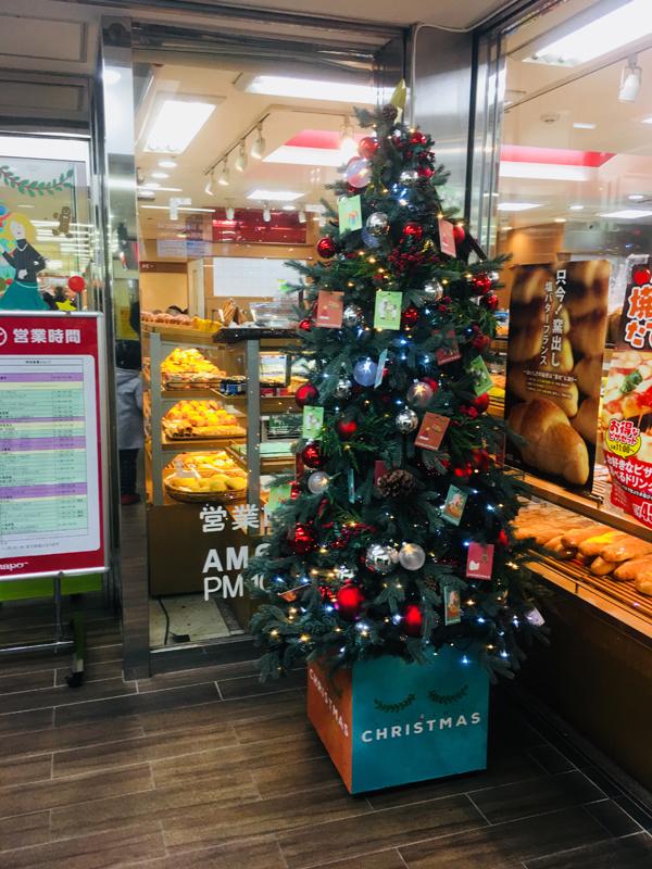 店頭のクリスマスツリー
