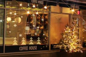 クリスマス集客アイデア!窓を活かしたインスタ映えする店舗装飾3選