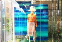 アクリルに直接印刷やシート貼りで魅せる! <br>シーズンに合わせた美しい店舗づくり